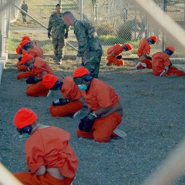 אסירים בכלא